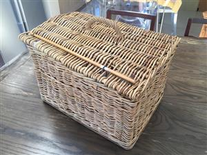 Medium / large Wicker picnic basket with contents