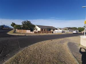 5 bedroom House for sale in Steenberg