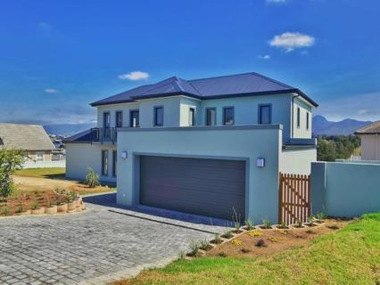 House For Sale in Kraaibosch Manor