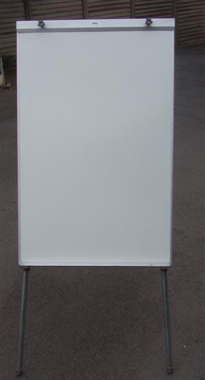 Parrot Flip Chart Stand - as new