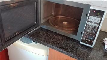 Almost Brand New Samsung Microwave 40l for Sale