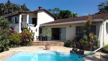 3 Bedroom House with Pool and 1 Bedroom Flat for sale in Port Edward.