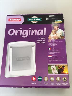 Staywell - Original 2 Way Pet Door / Flap - Medium (35.2cm x 29cm) - White