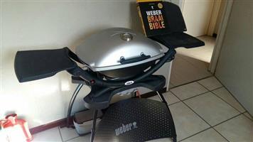 Weber gas braai + solid grill plate + roasting rack + weber bible