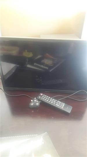 "24"" led tv with wall mount bracket"