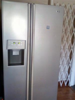 Double door fridge freezer with water and ice dispender for sale