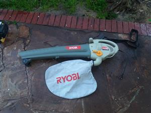 Ryobi 2400W electric Garden Blower and vacuum in excellent condition