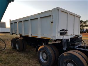 1982 Henred Fruehauf Sloper trailer for sale