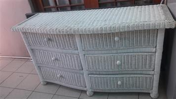 Wicker chest of drawer