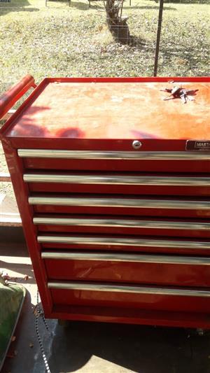 Heavy duty metal toolbox