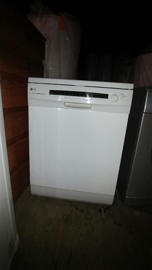 L G dishwasher 14 plate large for sale Brand new . used once fully digital