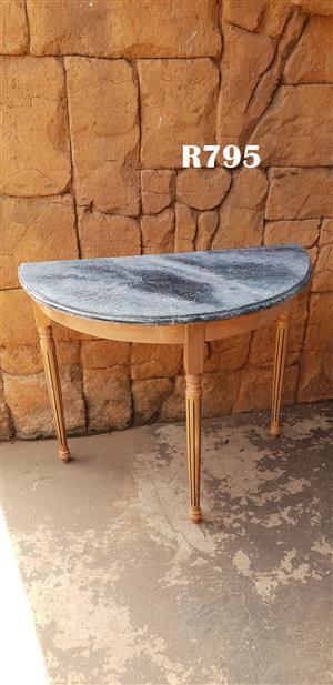 Classic Halfmoon Table (910x465x755)