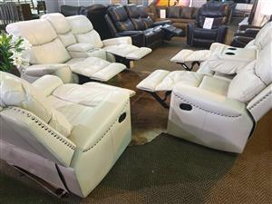Kingston 321 lounge suite WAS R 22450 NOW R 20995