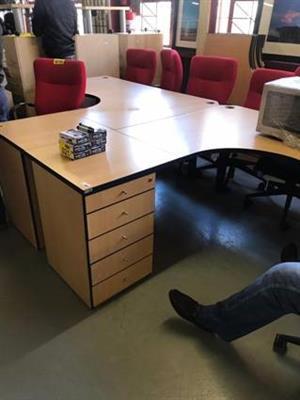Cluster Desk 1600x1800