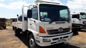 Toyota 1623 Hino 500 with drop side