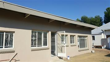 Ultra affordable 1 Bedroom flat FOR RENT - PARKWEST - near Grey College. R3600pm - water included & Pre-paid electricity.