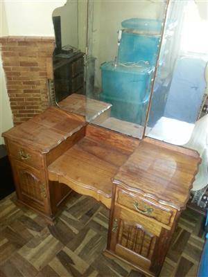 3 Mirror Solid Wood dressing Table for Sale