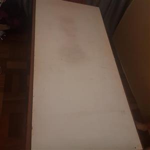 Stqal enkelbedjie met kopstuk en plank op goeie toestand te koop