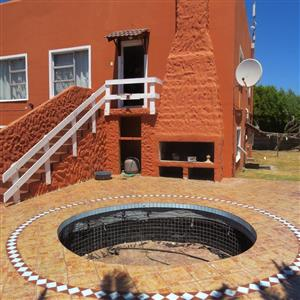 House in Saldanha with 2 flatlets for sale.