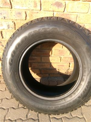 265/ 65/ 17 Set of Good year tyres for sale