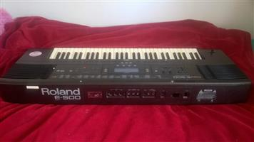adjustable stand-great condition Roland e500 organ