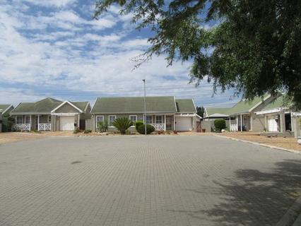 Townhouse For Sale in Jacarandas