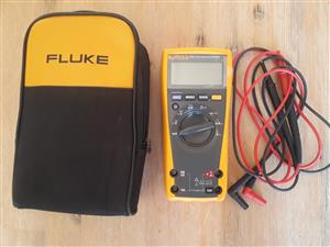 Fluke 177 with pouch