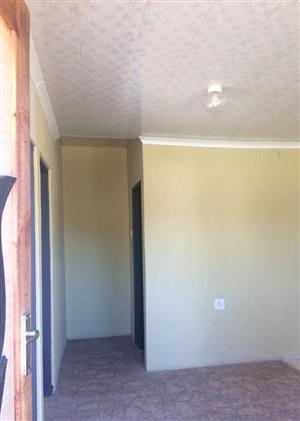 2 bedroom apartment  in Witfield with fitted kitchen and shower R4000 incl W&E. 078 837 9956 /078 839 9956