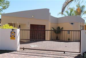 3 Bedrooms Duet in 24hr. Security Village in Moreleta Park