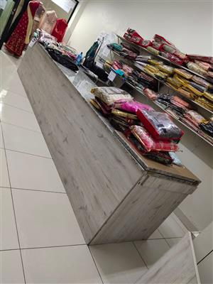 URGENTLY SELLING COUNTER WOOD