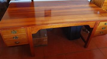 Saligna Desk