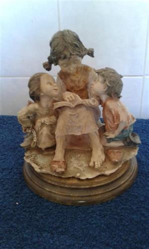 3 Children reading statue