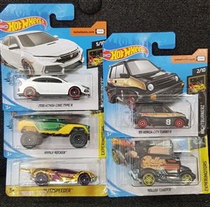 LARGE Hot Wheels Lot - Includes RARE Gold car!