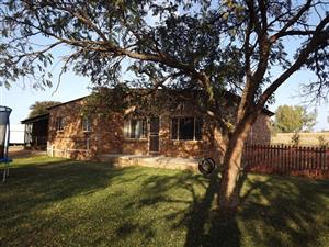 House and Smallholding, 8,5 ha To Let in Vastfontein