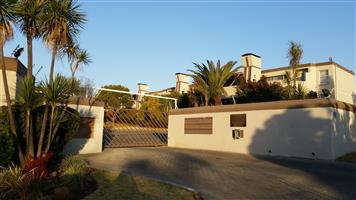3 bed upstairs unit in Marais Steyn Park to rent immediately