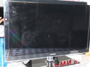 Samsung 32 inch LED tv with remote and power cable S022374A #Rosettenvillepawnshop