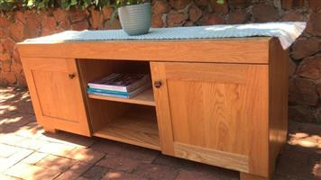 TV/Plasma Stand. Modern SOLID Oak. Stunning unit, excellent quality.