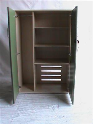 Grn/Maple 2 door 3 shelves plus hanging side cabinet
