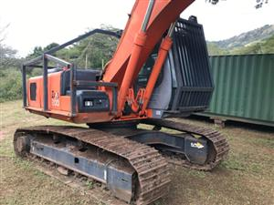 Hitachi ZX200 Excavator with Waratah Head