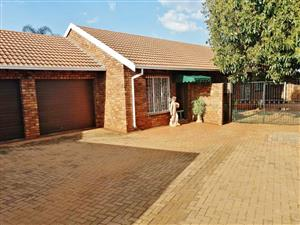 STUNNING 3 BEDROOM TOWNHOUSE ON LARGE STAND