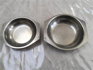 Pair of small pet feeding bowls for puppies or cats