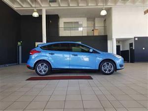 2017 Ford Focus sedan 1.0T Ambiente auto