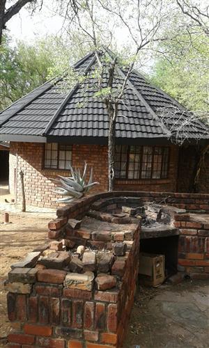 Leeupoort Gemeubileerde Rondawelhuis te huur op langtermyn naby Koedoeskop Limpopo