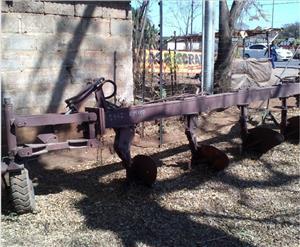 S1167 Brown U Make 5 Furrow Hydraulic Beam Plough / 5 Skaar Hidroliese Balk Ploeg Pre-Owned Implement