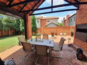 TO LET  - MODERN 3 BEDROOM FREE STANDING TOWNHOUSE - PREPAID ELECTRICITY PRETORIA EAST