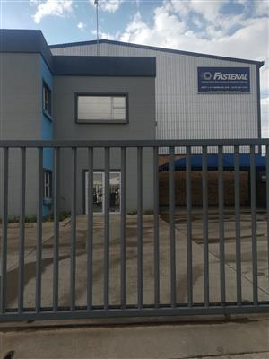 2495m2 warehouse to let in Spartan