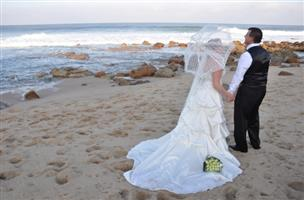 Beautiful Wedding Dress, only worn once !! Urgent Sale !!!