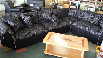 Bargain !!! Brand New 4 piece Corner Lounge Suite with Scatter Cushions