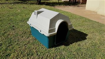 Medium size dog house for sale