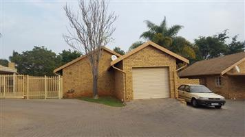 2 Bedroom for Simplex for sale in Reagon Park, Magalieskruin. for R 850 000.